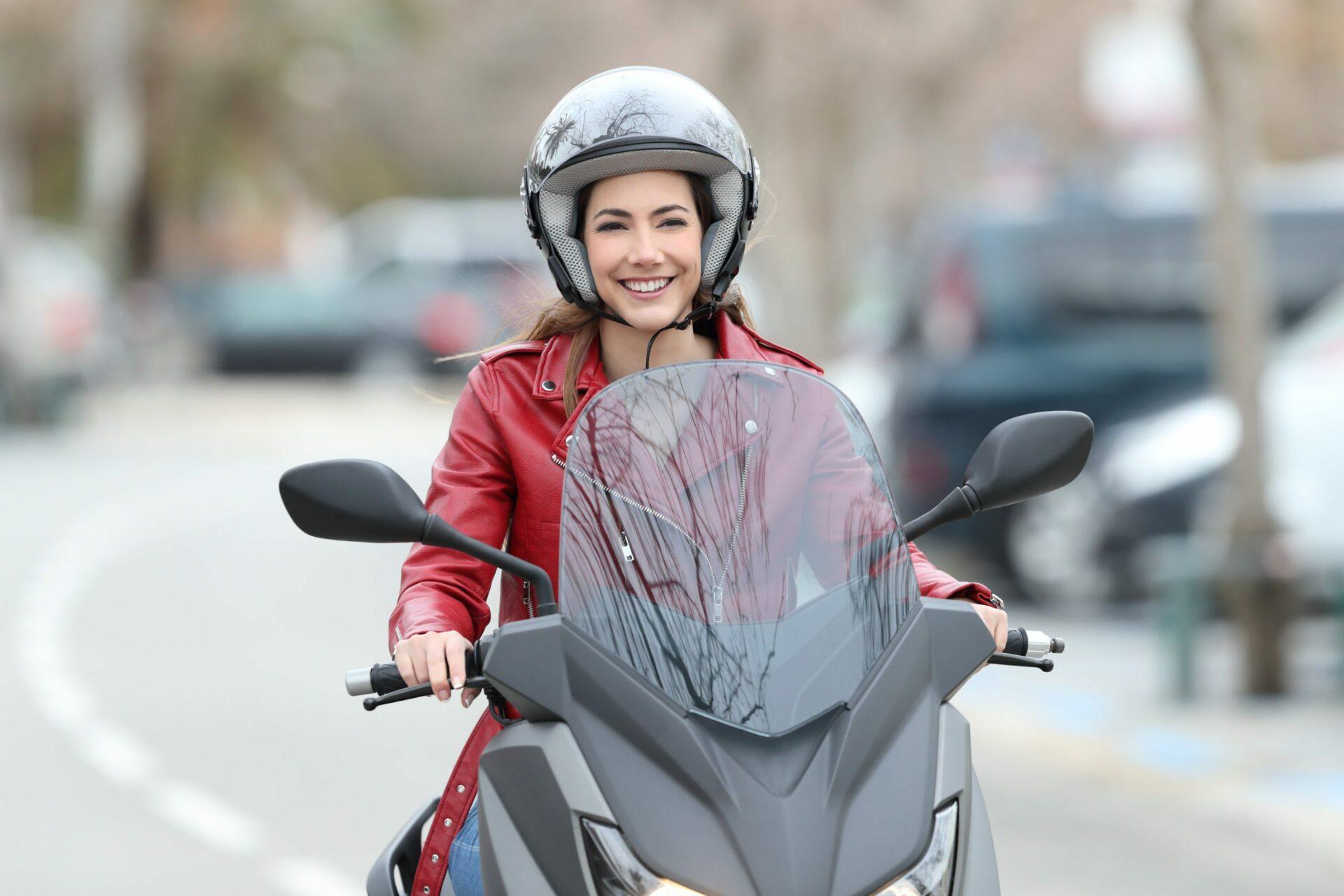 fille a moto